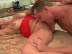 Cocksucking housewife with gorgeous big love muffins